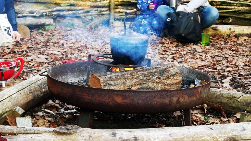 Une tisane sur le feu après la balade musicale chez Marmaille et Pissenlit - Happy Sapiens